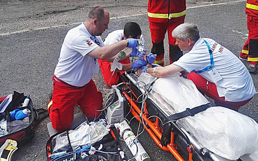 A várpalotai mentőcsapat munkában az országos versenyen